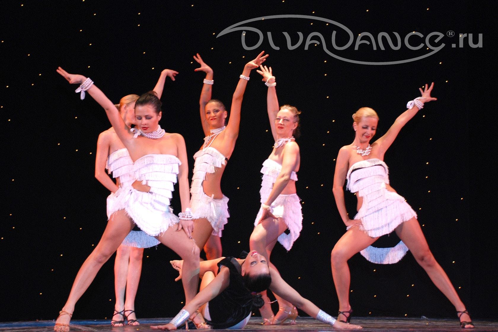 Танец в эротическом наряде 9 фотография