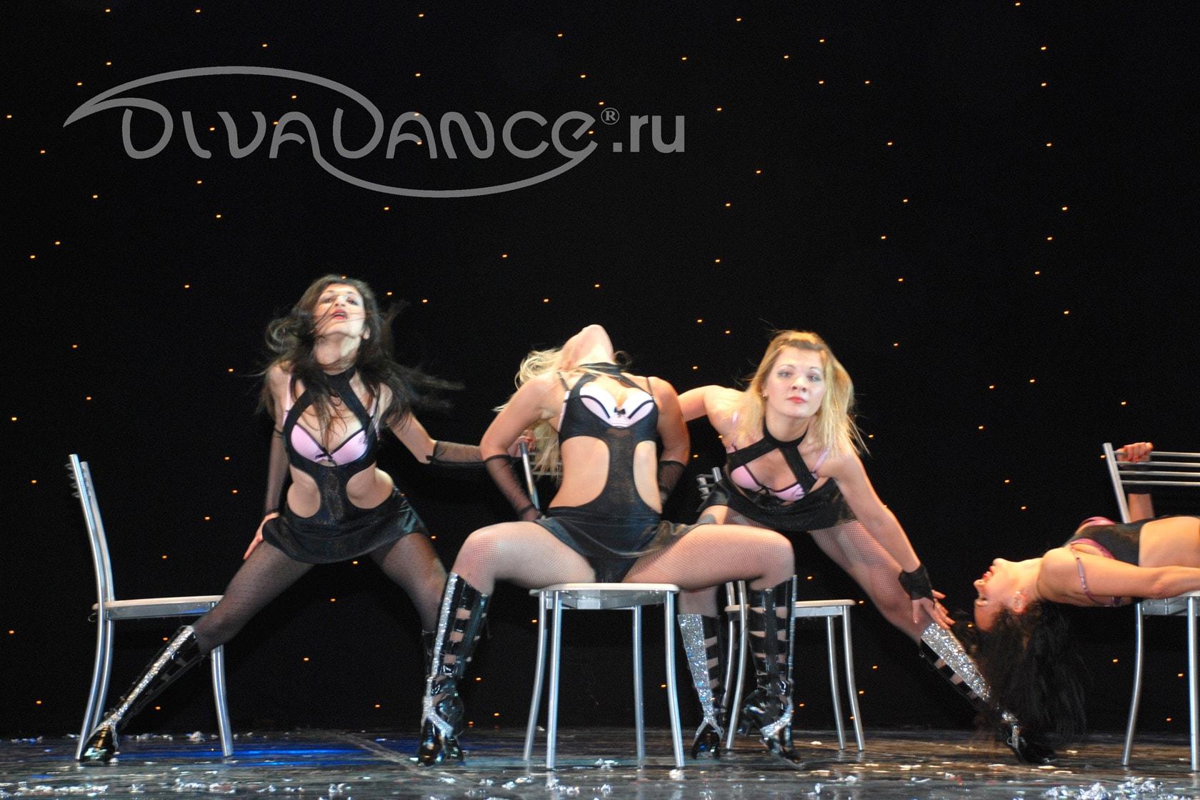 Эротический танец на стуле 21 фотография